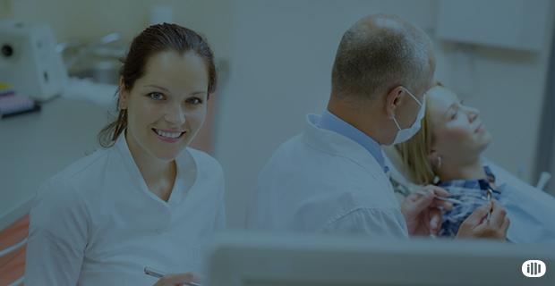 Abro o meu consultório odontológico sozinho ou com outros profissionais?