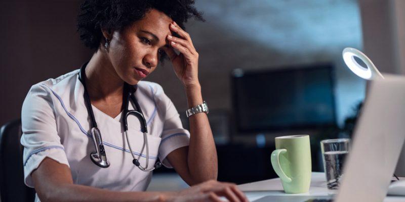 O absenteísmo de pacientes é um dos maiores desafios na gestão de consultórios. Neste artigo, saiba como evitar a recorrência desse problema.