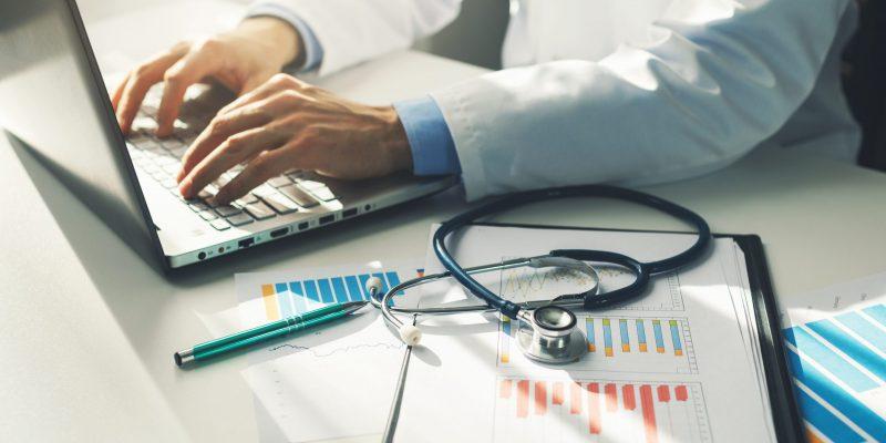 Software médico: como ele maximiza a experiência do paciente?